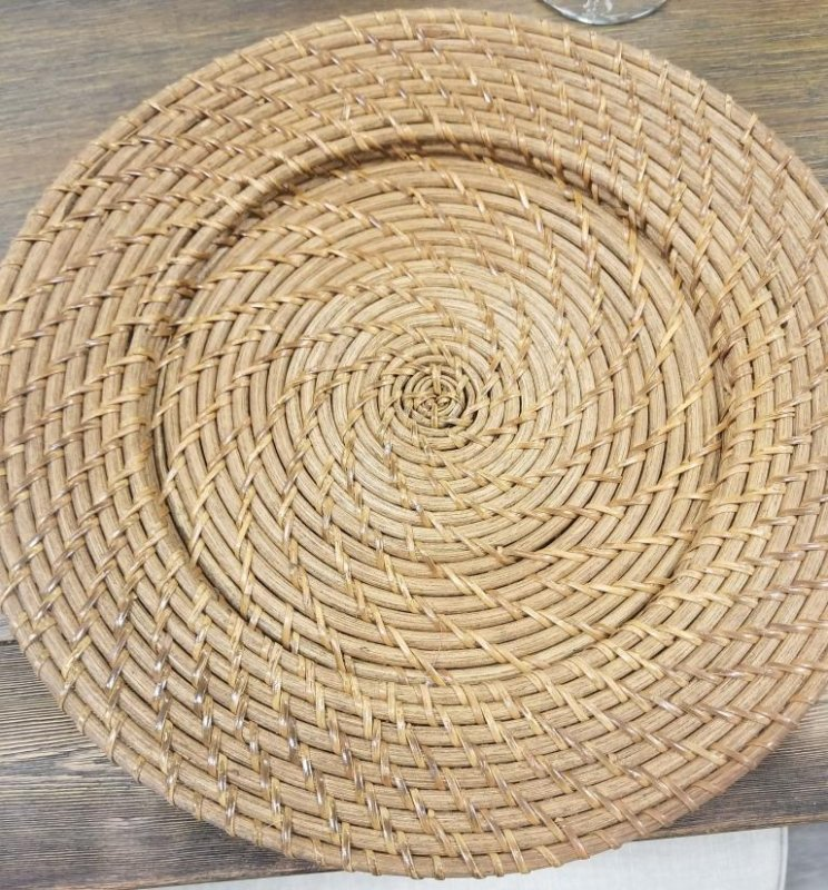 Light Wicker Charger